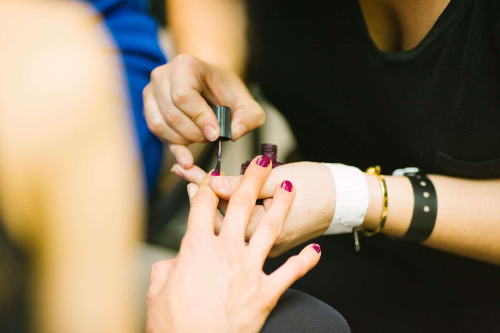 Нарощення гелевих нігтів
